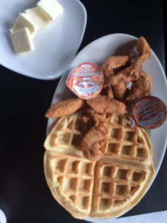Fenton, MI: chicken and waffles