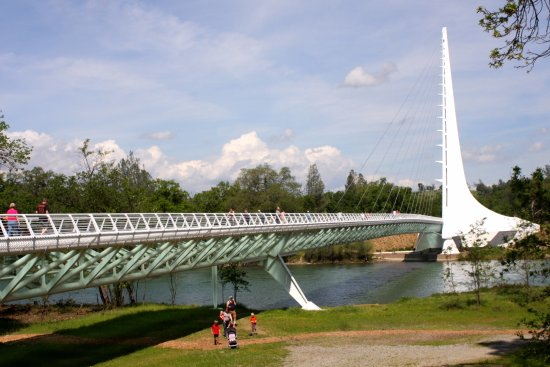 Sundial Bridge: Out with the family