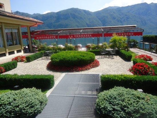 هوتل بلفيدير: outer restaurant and front garden