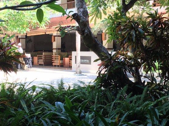 Bali Rani Hotel: Pool breakfast area