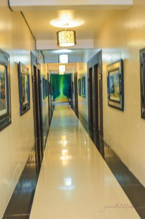 Urban Manor Hotel : hall way to the rooms of hotel