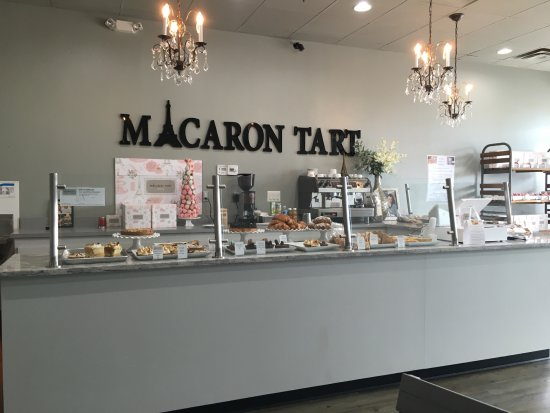 Haymarket, VA: Pastry display and pay counter