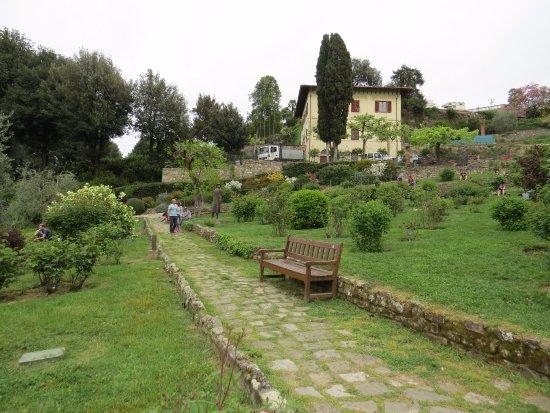 Giardino delle rose picture of folon e il giardino delle rose florence tripadvisor - Il giardino delle rose ...
