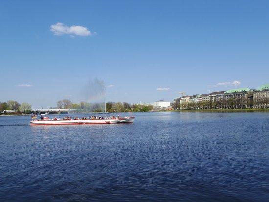ALEX Hamburg: テラス席からの内アルスター湖の眺め