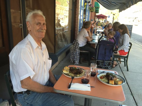 Wallace, ID: families dining outside at Blackboard cafe