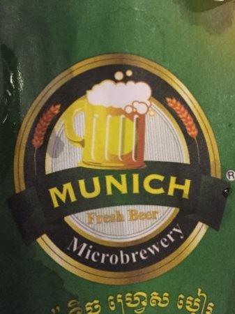 Master Suki Soup & Munich Beer - Sothearos: 自家醸造で出しているビールのロゴ。下のほうの文字がクメール文字です。