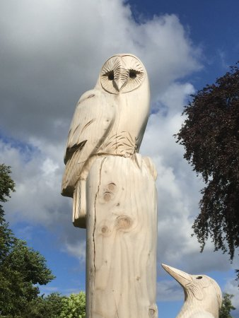 Much Birch, UK: Lovely carving in the grounds