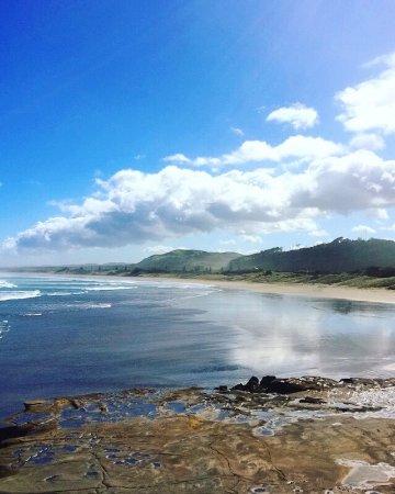 Muriwai Beach, Nueva Zelanda: View from headland towards beach