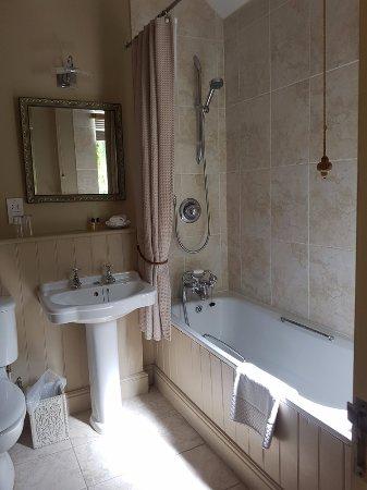 Ravenwood Hall Country Hotel: Bathroom Mews 5 Ravenswood Hall Hotel