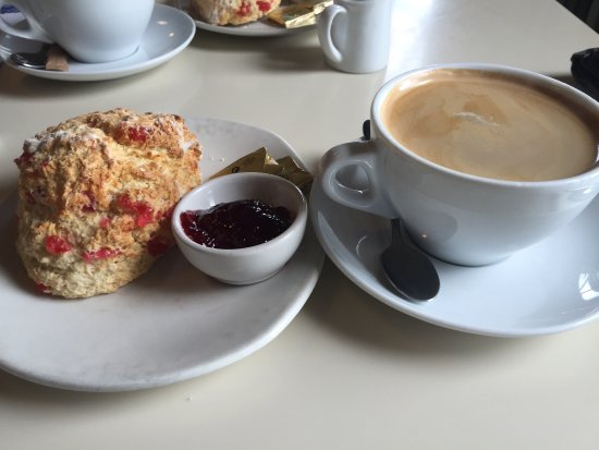 Castlerock, UK: Lovely friendly service in a relaxed atmosphere. Fantastic coffee and scones, great for a chille