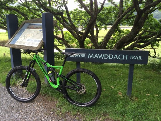 Llanfachreth, UK: flat and easy trial approx 9.5 miles long into Barmouth
