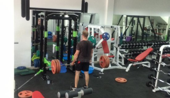 feb0b1f8e5a4b A true gym in Sai Gon for a gym-rat who wants to train deadlift ...