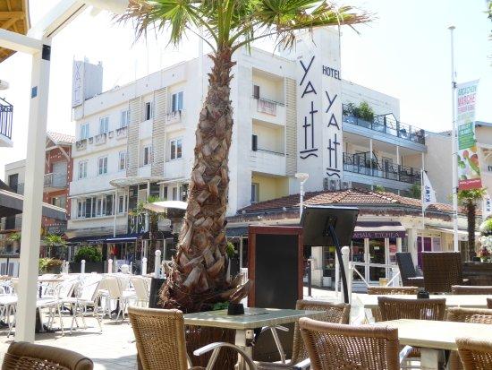Yatt Hotel : Façade de l'hôtel