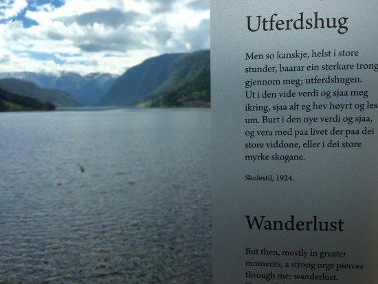 Ulvik Municipality, Noruega: Utferdshug treffte meg rett i hjarte. Diktet hang symbolsk nok i eit gamalt glas med utsyn over