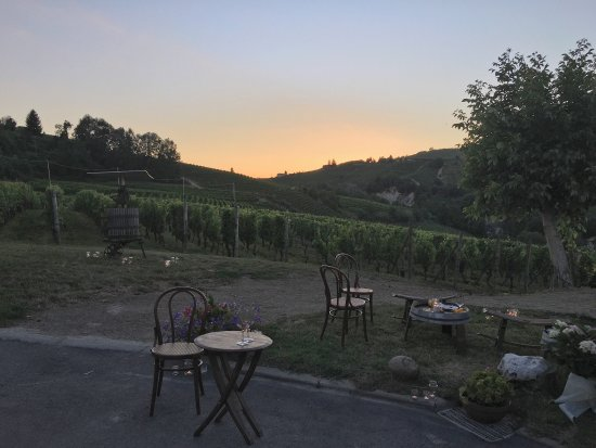 Santo Stefano Belbo, Италия: Tramonto a ca d gal