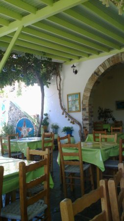 Agios Romanos, Griekenland: Breakfast time at the crack of dawn