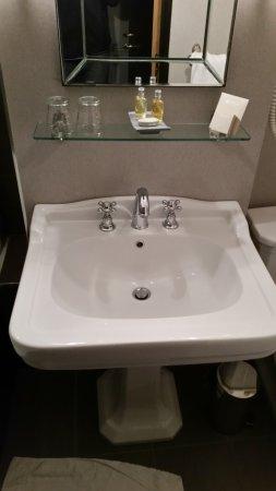 Hotel de la Treille: Sink in the bathroom
