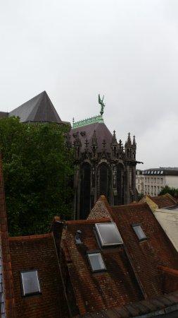 Hotel de la Treille: View to the old church