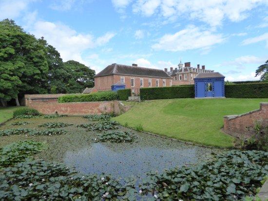 Hanbury Hall : Pond at Hanbury