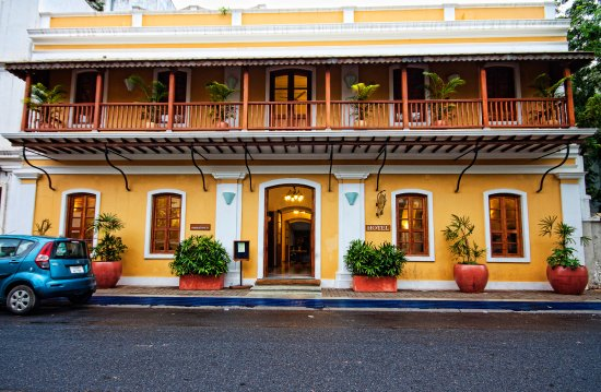 Palais de Mahe: Like Pondicherry, our architecture is  faithful to a historic age. But, also like Pondicherry, t