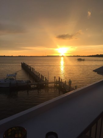 Uncle Ernie's Bayfront Grill: photo4.jpg