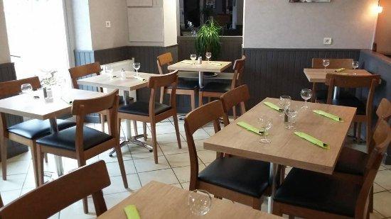 Champs-sur-Yonne, Francia: salle du restaurant