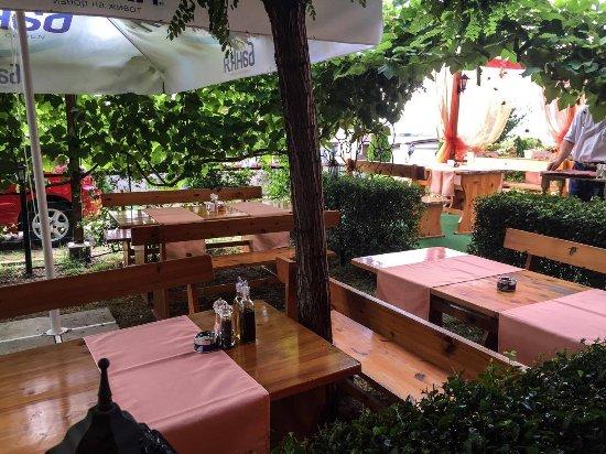 Lozenets, Bulgarien: Bellissimo's restaurant garden