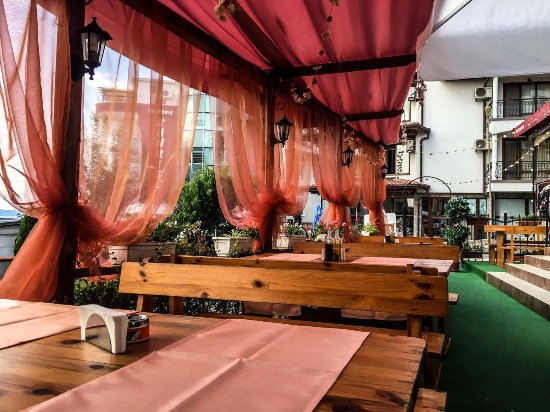 Lozenets, Bulgarien: Bellissimo restaurant garden