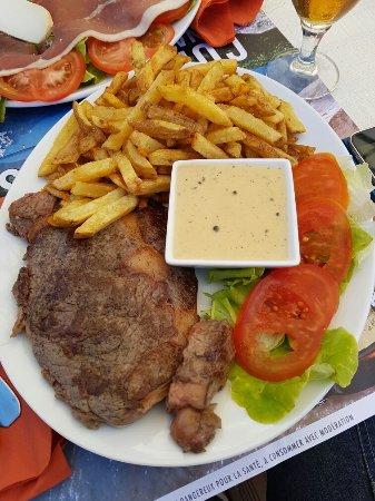 Centuri, Frankreich: Entrecôte(15€) et salade randonneur (10.5€)