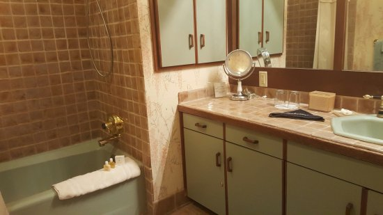 Dresden, OH : Zane Grey Bathroom