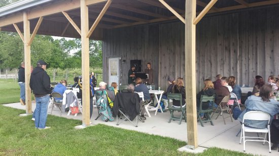 Lawrenceburg, IN: Music on the back patio