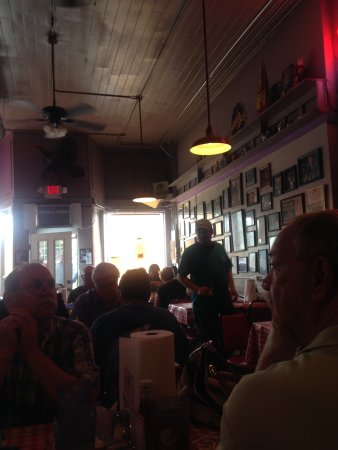 Doe's Eat Place: The charming inside decor