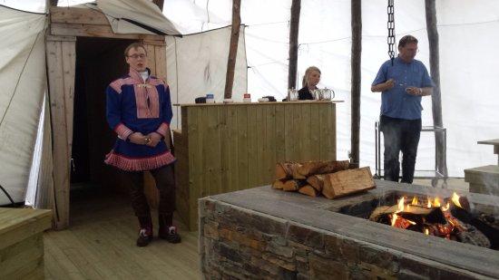 Kautokeino, Norwegia: Zelt neben Hotel mit Same