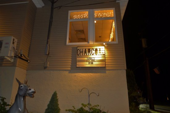Yardley, Pensilvania: Charcoal BYOB