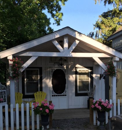 Cameo Cottage Bed & Breakfast: So charming...