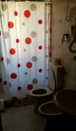 Bagno vecchio stile piccolo doccia rettangolare con - Bagno finestra nella doccia ...