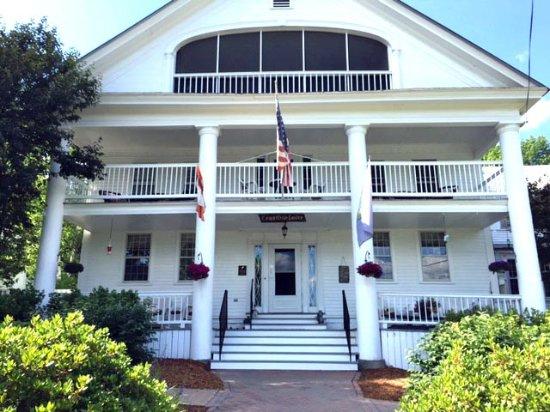Saint Johnsbury, VT: The Rabbit Hill Inn