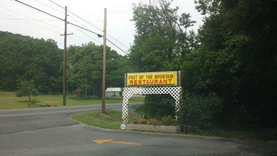Mercersburg, PA: Front sign