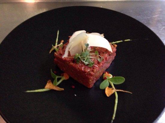 Restaurant La Regence-Balavaud: tartare coupé au couteau et frites maison