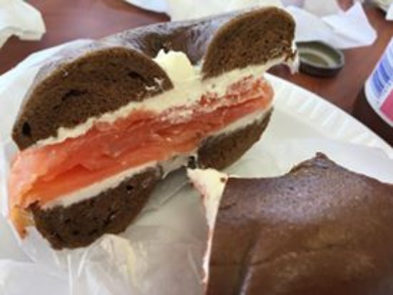 Aberdeen, Нью-Джерси: Pumpernickel Bagel with cream cheese and lox. My mouth waters just looking at the picture.