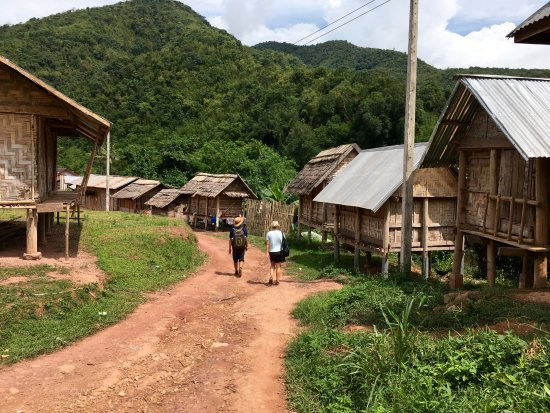 Muang La, Laos: Excursion through local Khamu village.