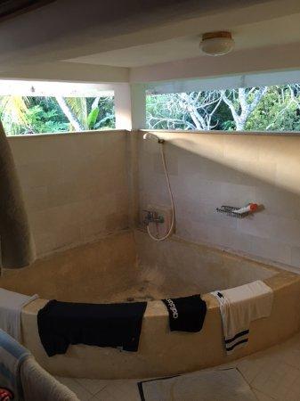 Abalone Resort: Huge bathtub!