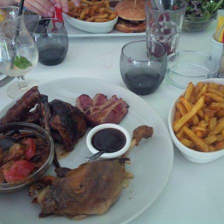 Meudon-la-Foret, Francia: Trilogie de canard et burger de canard