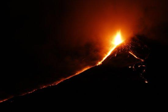 Zafferana Etnea, Italia: escursione con eruzione Etna 2015