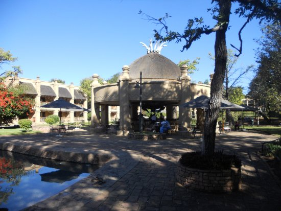 The Kingdom at Victoria Falls: Pub/Light meal outdoor area