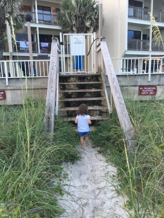 Latitude 29 Condominium: Only seven steps down from pool area to beach