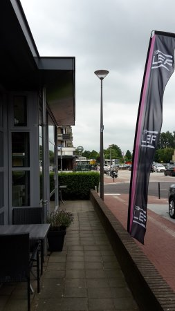 Elst, Nederländerna: not a lot of outside seating in from of the modern part