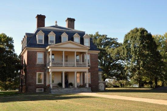Charles City, VA: Shirley Plantation - Front of House