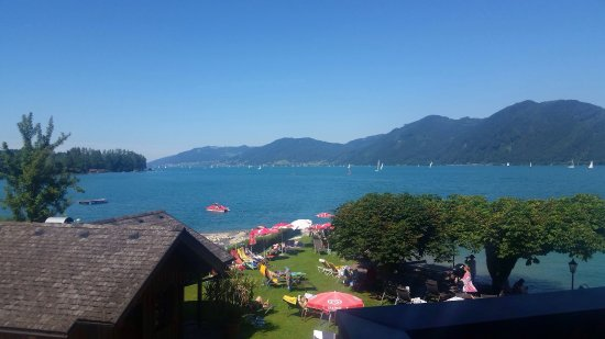 Unterach am Attersee, Österreich: Looking out from balcony and at breakfast. We had hot weather and an amazing time.