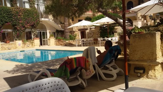 Cornucopia Hotel: Near the pool early morning for some great swimming and peaceful time